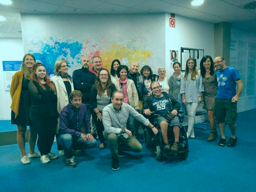 Grupo de personas en el espacio de encuentro BForoa.